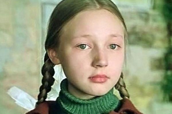 В возрасте 12 лет в кино дебютировала Кристина Орбакайте. В отличие от других актёров-подростков, она сыграла не в комедии, а в сложной драме Ролана Быкова «Чучело» 1983 года. Вместе с ней в кино снимались Юрий Никулин, Елена Санаева и сам Ролан Быков.