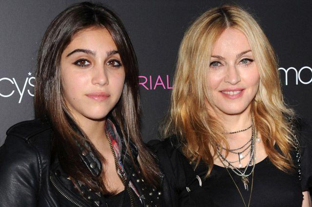 Под собственным брендом Material Girl Мадонна вместе с дочерью Лурдес выпускает одежду и аксессуары для детей и подростков.