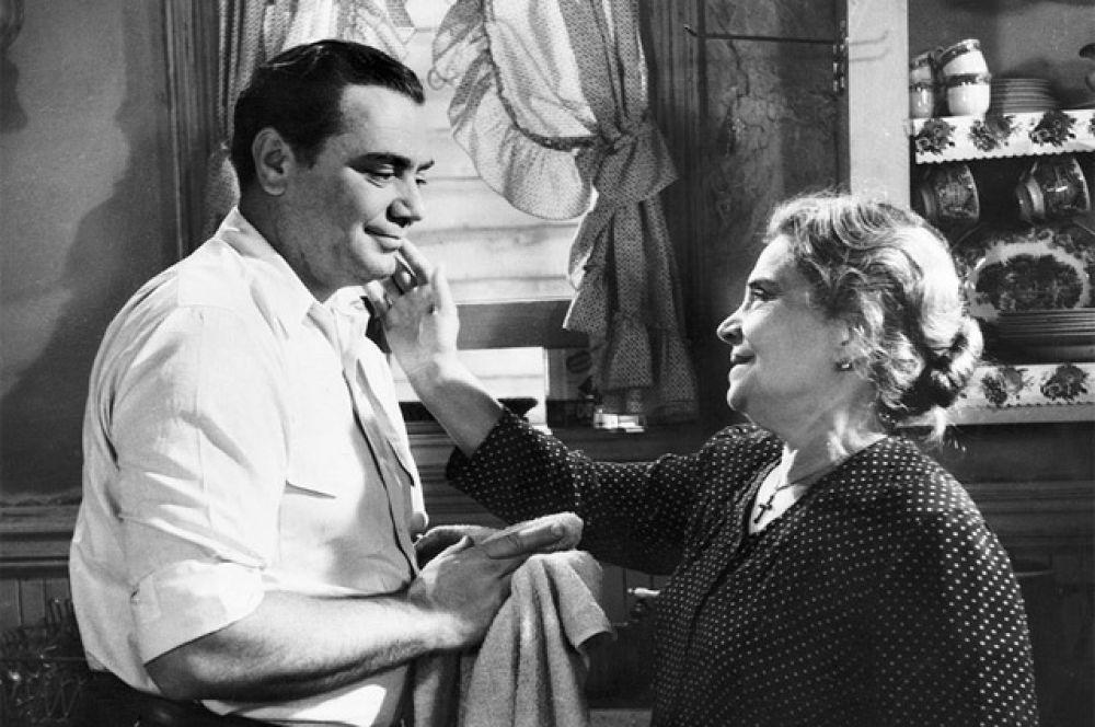 Самый короткий фильм, выигрывавший «Оскар» в категории «Лучший фильм»: драма «Марти» (1955 г.), продолжительность которой составляет 91 минуту.