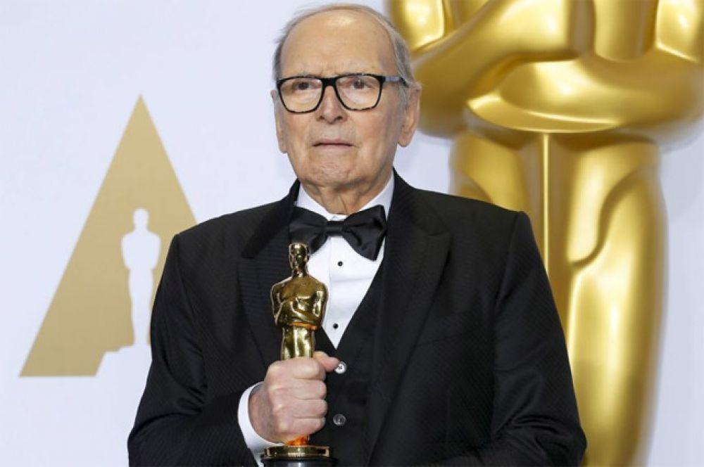 Самый пожилой лауреат «Оскара»: композитор Эннио Морриконе получил «Оскар» за лучший оригинальный саундтрек к вестерну «Омерзительная восьмерка» (2015 г.) в возрасте 87 лет.