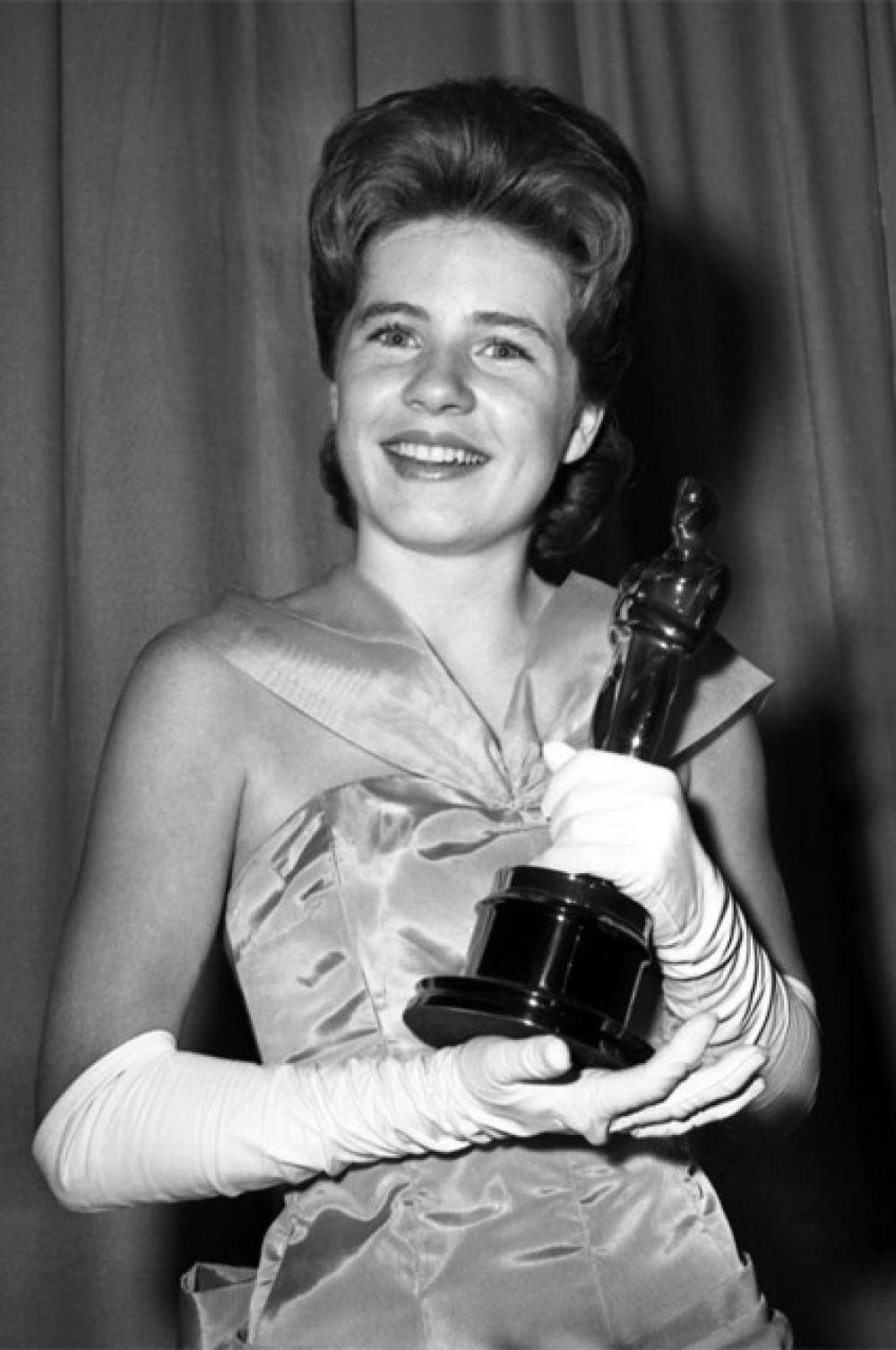 Самая короткая благодарственная речь в истории церемонии: актриса Пэтти Дьюик, получившая «Оскар» за лучшую женскую роль второго плана в драме «Сотворившая чудо» (1962), произнесла всего два слова — «Спасибо вам».