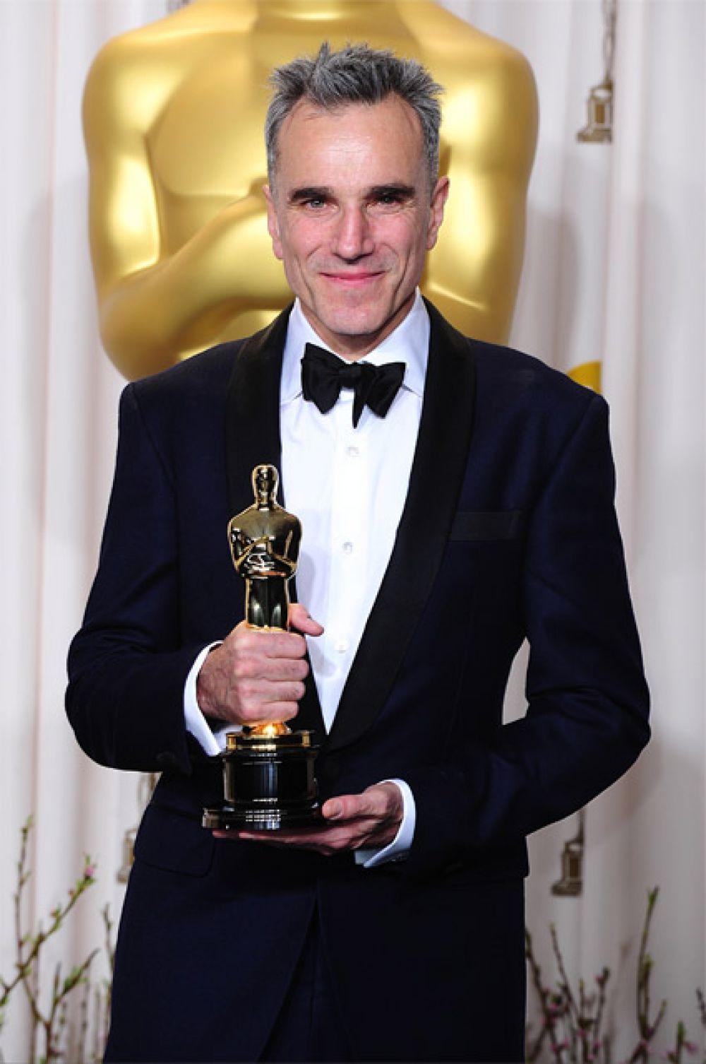 Наибольшее количество актерских «Оскаров» (среди мужчин): Дэниел Дэй-Льюис является единственным актером в истории, получившим три премии «Оскар» за лучшую мужскую роль первого плана. Британский актер удостоился наград за свои работы над картинами «Моя левая нога» (1993 г.), «Нефть» (2007 г.) и «Линкольн» (2012 г.).
