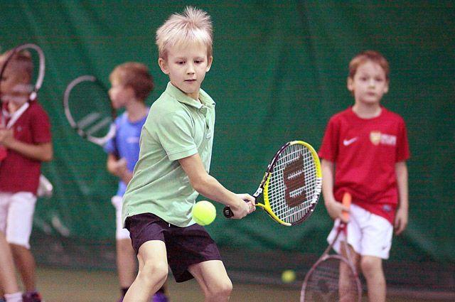 Сегодня в теннисные секции отдают детей начиная с 3-4 лет.