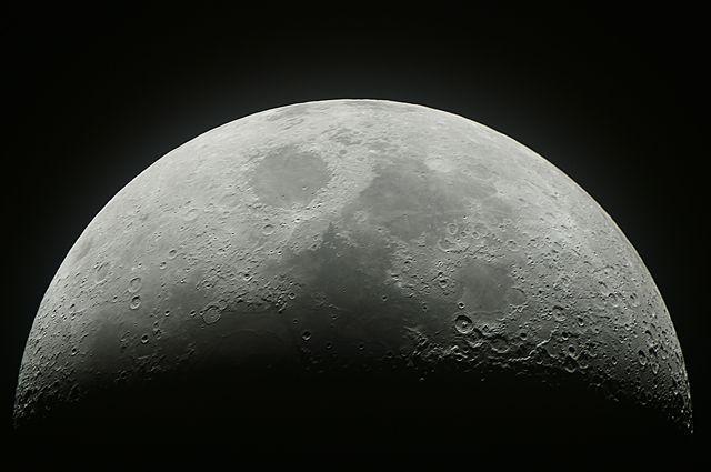 Уже есть проекты добычи сырья на Луне и строительства роботизированной базы. ©