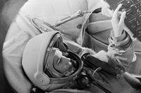 Валентина Терешкова в тренажере космического корабля «Восток». ©