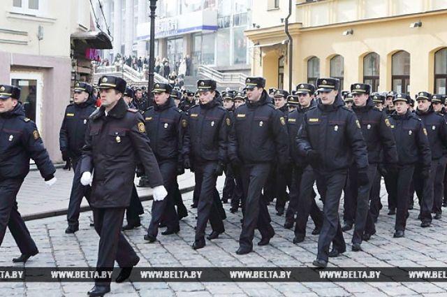Мир сошел сума, однако Беларусь непадет наколени— Лукашенко