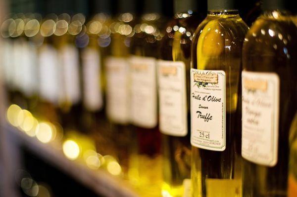 Оливковое масло. Благодаря олеиновой кислоте, средиземноморские женщины гораздо реже болеют раком молочной железы.