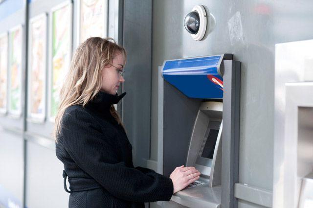 Если кто-то похитил деньги, банк должен их вам вернуть.