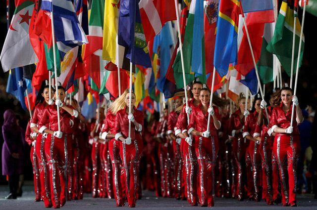 Сколько флагов - столько гимнов.