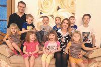 Супруги смеются: для ровного счёта надо бы десять детей.