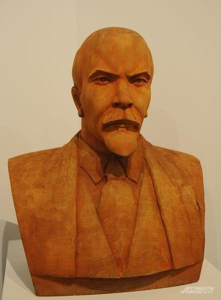 Кто сказал: «Последний сёгун»? Это первый коммунист! Таким увидели Ленина японцы в 1980-е. Истинным самураем духа. Странно, может, они не слышали о том, что Ленин «заразительно смеялся» и вообще был «самый человечный человек»? Что ж, у каждого своё понимание добра.