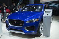 Автомобилем года был назван кроссовер Jaguar F-Pace.