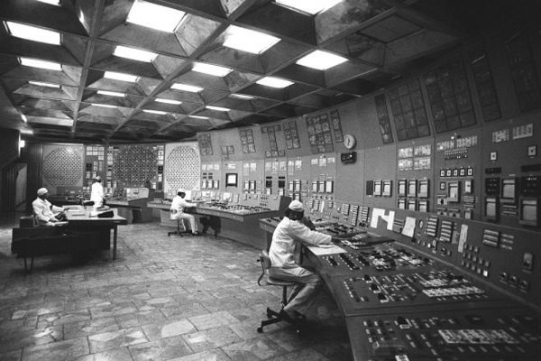 В помещении блочного щита управления энергоблока Чернобыльской атомной электростанции в городе Припять.