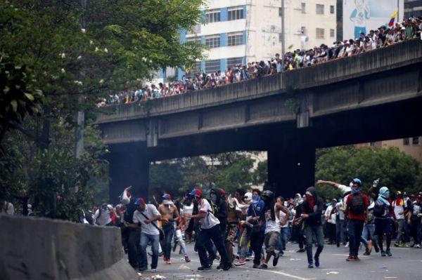 C начала апреля число погибших во время акций протеста в Венесуэле увеличилось до восьми.