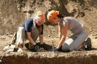 Студенты могут заниматься раскопками только под руководством сотрудника, на имя которого выдано разрешение.