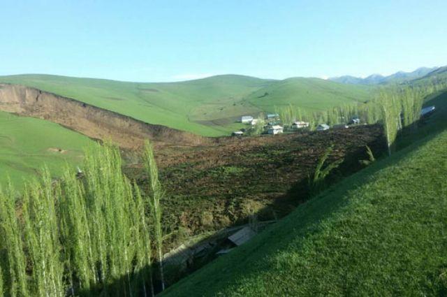 Наместе схода оползня наюге Киргизии найдены тела 2-х детей