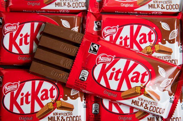 Шоколадка KitKat состоит из четырех вафельных полосок, покрытых шоколадом.