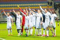 Футболист из Бреста приветствуют большой десант своих болельщиков, которые поддерживали любимцев.