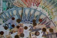 Люди будут тратить деньги на дорогостоящие покупки, а не приобретать валюту.