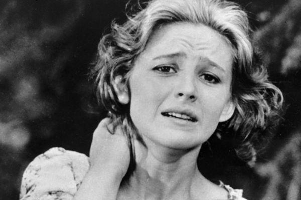 Актриса Наталья Варлей в роли Муси Волковой в военной драме «Золото», 1970 год.