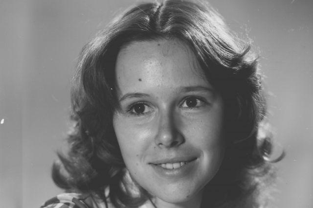 Евгения Симонова начала активно сниматься в кино, будучи студенткой Щукинского училища.