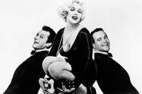 На фото: актёры Тони Кертис, Мэрилин Монро, Джек Леммон.