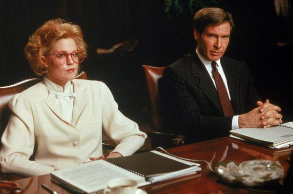 В 1988 году Харрисон Форд пополнил впечатляющий актерский состав — Мелани Гриффит, Сигурни Уивер, Алек Болдуин и Кевин Спейси — мелодрамы режиссера Майка Николса «Деловая женщина». Фильм удостоился 4-х премий «Золотой глобус».