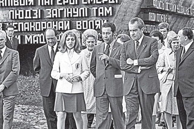 Президент США Ричард Никсон посещает Хатынь, 1974 год.