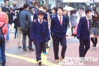 Японские школьники начинают учебу в апреле.