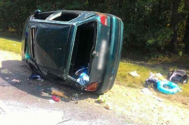 ВБрестском районе перевернулась машина: пострадала шофёр идвое еедетей