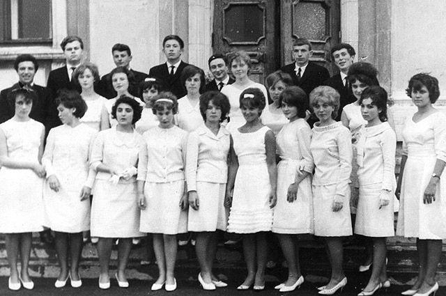 Выпускники восьмого класса, г. Приозерск, 1964 год.