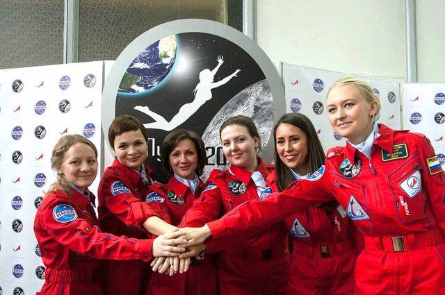 «Обычно в таких проектах участвуют мужчины. А я все спрашивала: «Когда и нас, женщин, возьмете?» (Елена Лучицкая - третья слева).