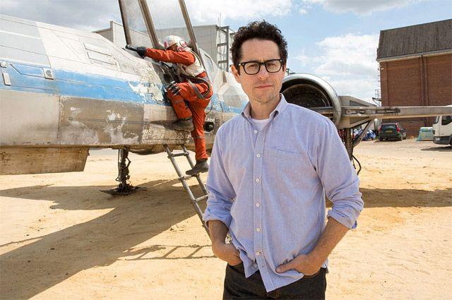 Режиссер Джей Джей Абрамс на съемках «Звездных войн: Пробуждения силы».