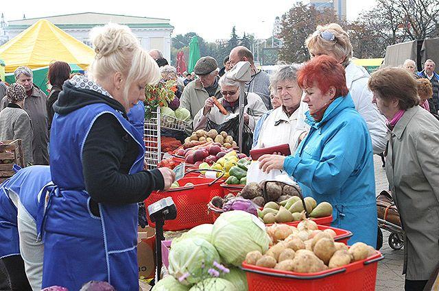 Материальная помощь пенсионерам на покупку овощей не предусмотрена.