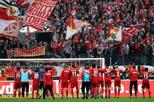 В Беларусь прибыло около 1500 поклонников немецкого клуба.