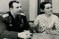 Юрий Гагарин с женой Валентиной.