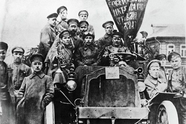 Участники Октябрьской революции.