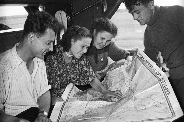 «Едем на ударные комсомольские стройки!» - комсомольцы 1967 года были уверены, что молодёжь и через 50 лет оправдает доверие своих героических предшественников и создаст новый мир.