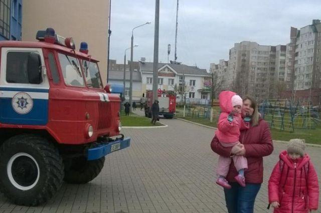 ВМинске из-за пожара вшколе были эвакуированы практически 900 человек— МЧС