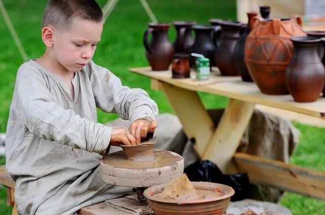 В старину гончаров называли глинниками.