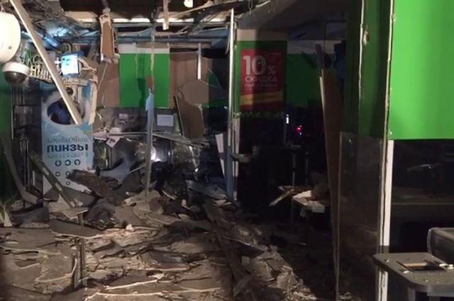 ИГИЛ взяло насебя ответственность завзрыв всупермаркете Санкт-Петербурга