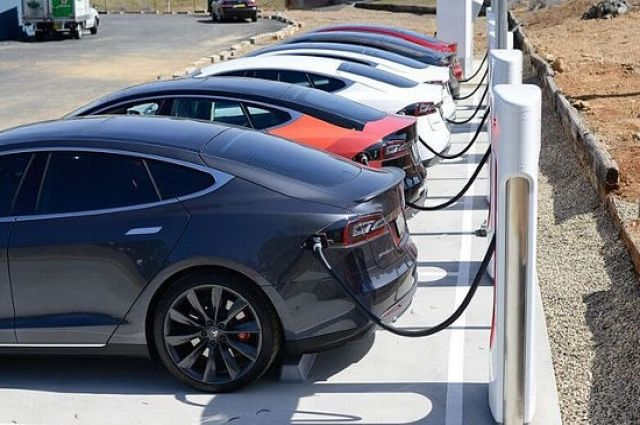 Компания Tesla впервый раз продала больше 100 000  авто загод