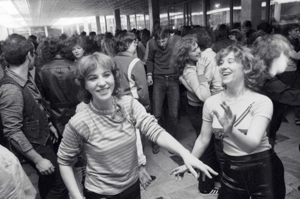 Молодежная дискотека на заводе «Хроматрон». 1982 год.