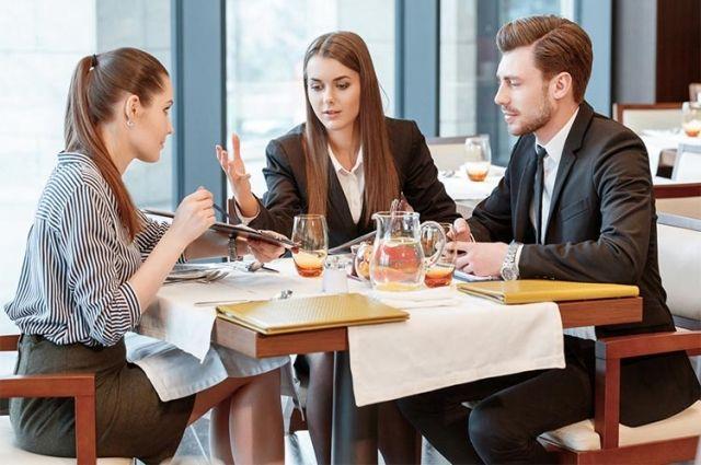 Самый широкий спектр услуг - у ресторанов.