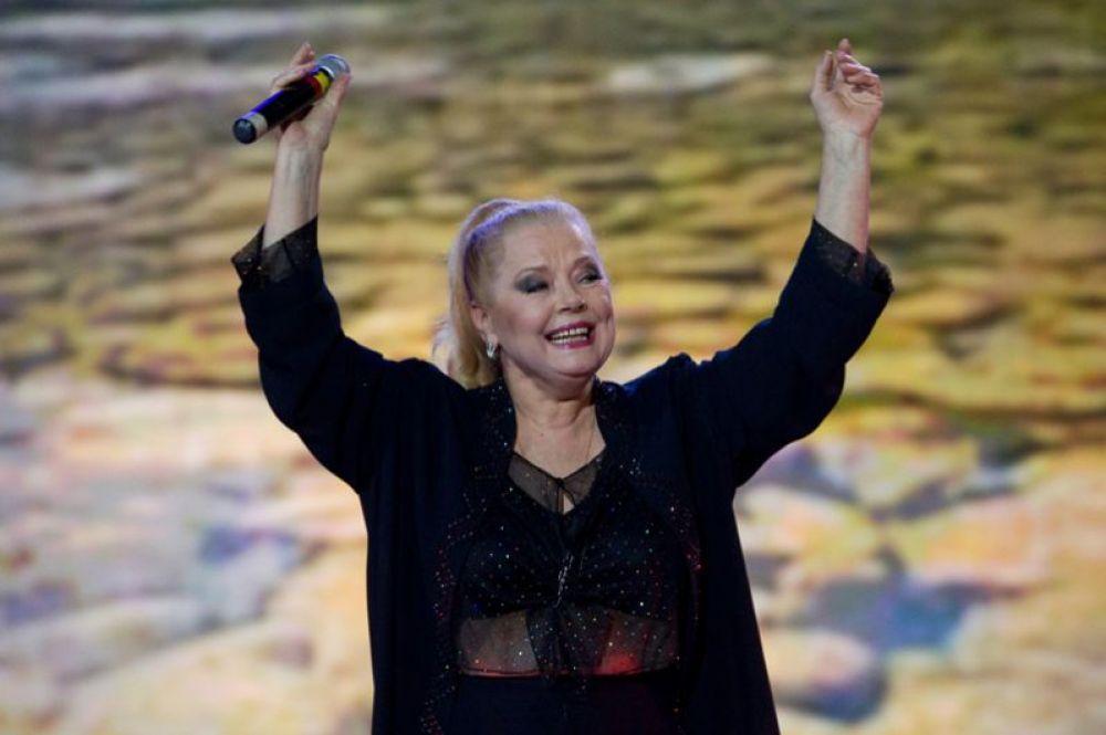 Людмила Сенчина во время выступления на вечере памяти Валентины Толкуновой на сцене театра Эстрады. 2010 год.