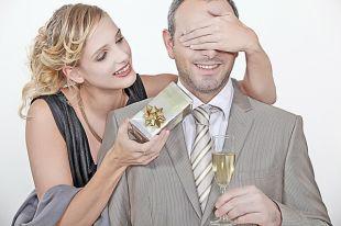 Подарок любимому мужчине должен быть индивидуальным.