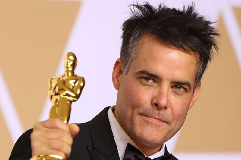 Режиссёр фильма «Фантастическая женщина» Себастьян Лелио с «Оскаром» за «Лучший фильм на иностранном языке».
