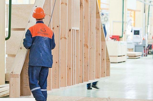 Все основные элементы здания делают на заводе, на месте строительства остается только собрать их в единое целое.