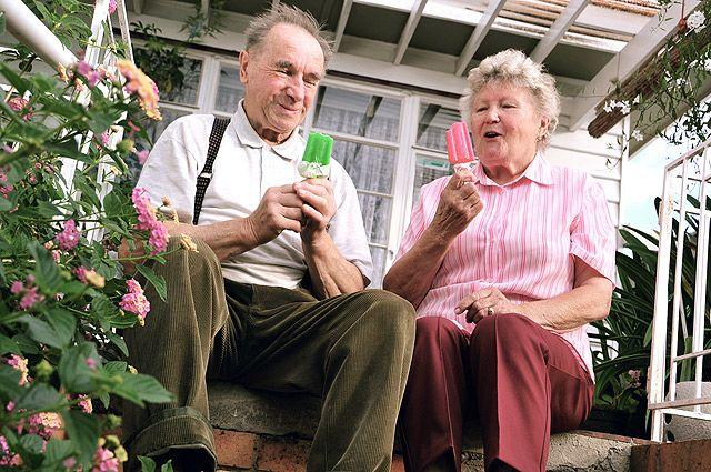 может ли жена получить за мужа пенсию