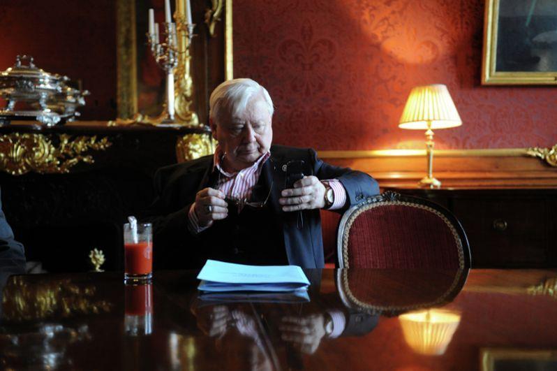 Директор МXТ имени А.П. Чеxова Олег Табаков на приеме в честь Эдинбургского международного фестиваля в посольстве Великобритании в Москве. 2012 год.
